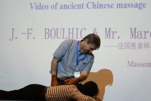 Jean-François BOULHIC met en pratique les explications théoriques; Ce fût très apprécié par les congressistes.